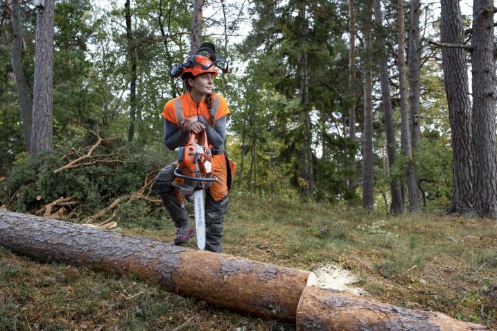 Petrol Vs Battery Chainsaws – The Best Chainsaw For Every Job